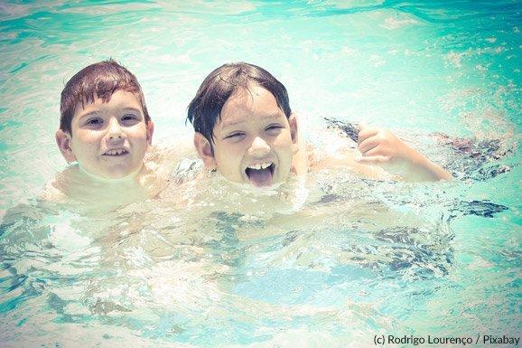 Im Pool lauert eine Gehörgangsentzündung